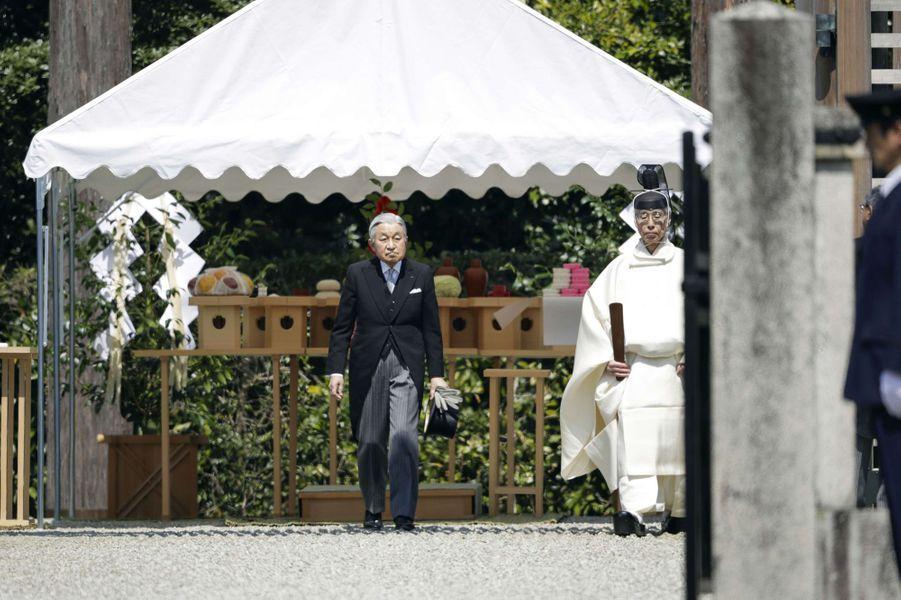 L'empereur Akihito du Japon au mausolée de l'empereur Jimmu à Kashihara, le 26 mars 2019