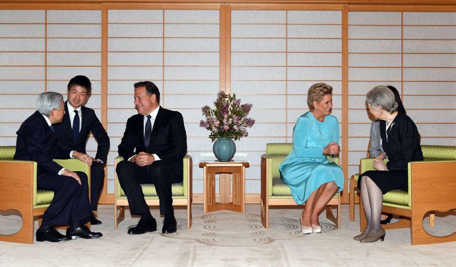 L'empereur Akihito et l'impératrice Michiko du Japon avec le couple présidentiel du Panama à Tokyo, le 4 avril 2019
