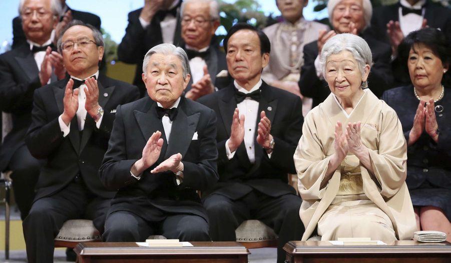 L'empereur Akihito et l'impératrice Michiko du Japon à la cérémonie du Japan Prize à Tokyo, le 8 avril 2019