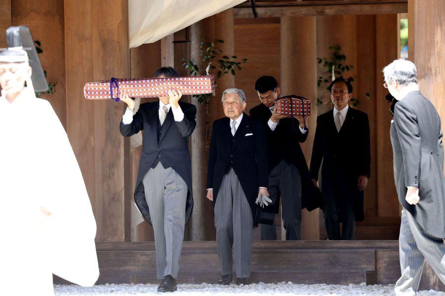 L'empereur Akihito du Japon au sanctuaire d'Ise, le 18 avril 2019