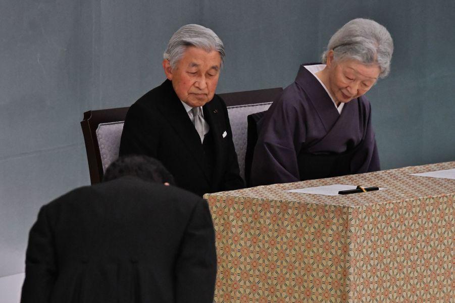L'empereur du Japon Akihito et son épouse l'impératrice Michiko à Tokyo, le 15 août 2017