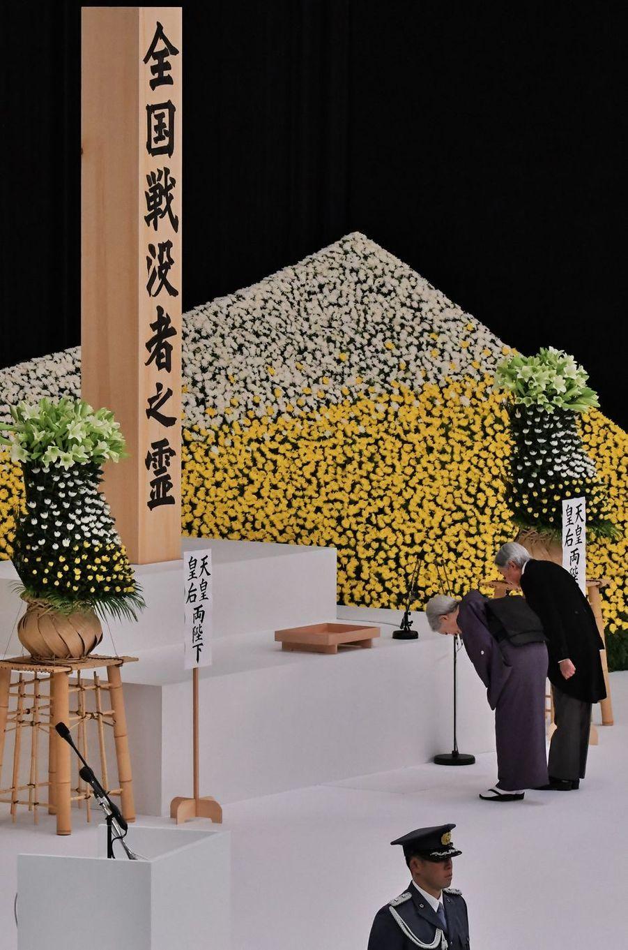L'empereur Akihito du Japon et l'impératrice Michiko à Tokyo, le 15 août 2017