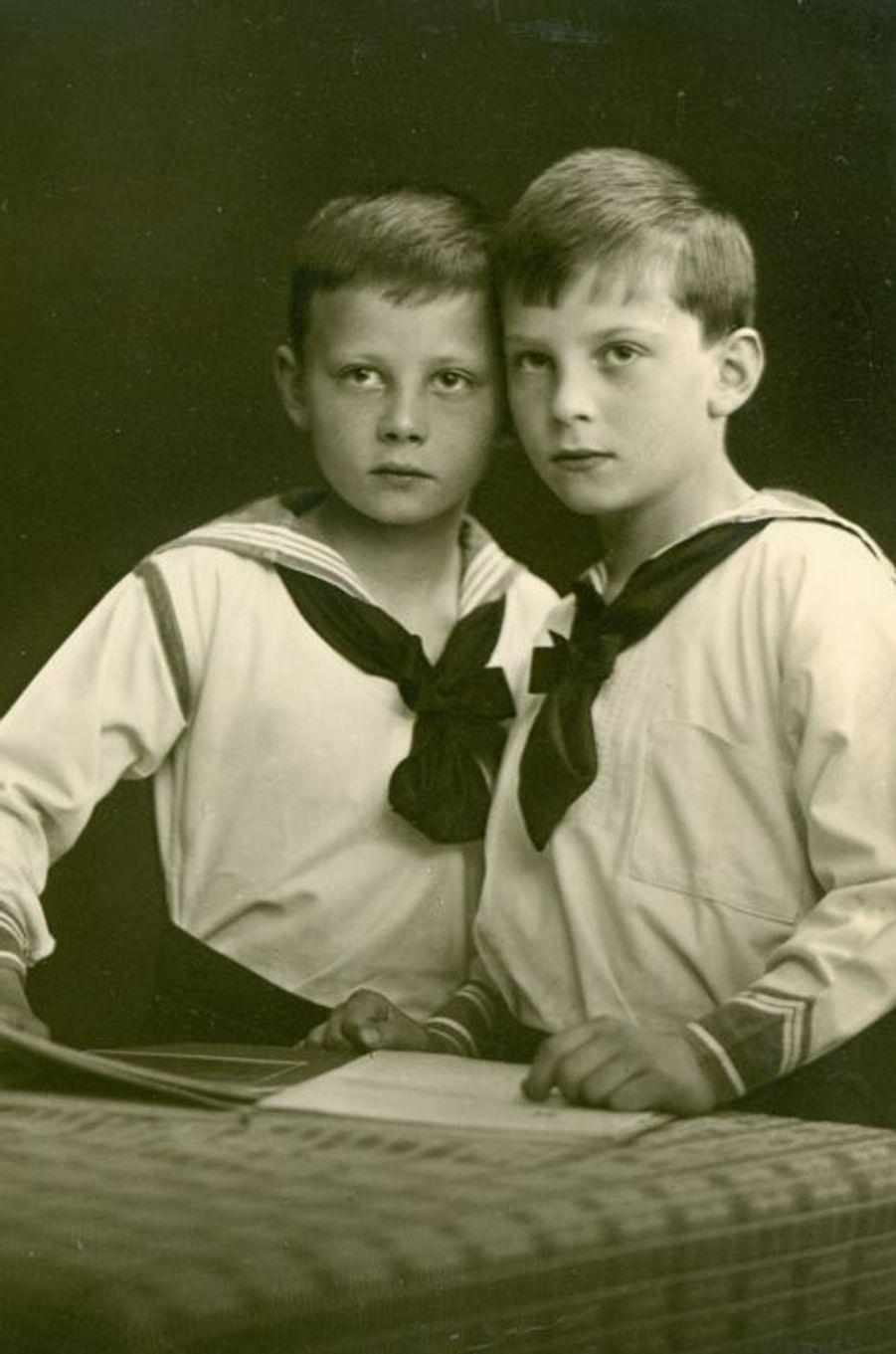 Les jumeaux Christoph et Richard de Hesse-Cassel nés en 1901-photo non datée