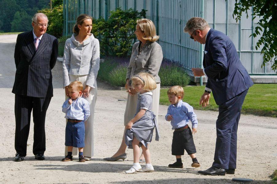 Nicolas et Aymeric, fils jumeaux de Laurent et Claire de Belgique en 2008 avec le roi Albert II et la reine Paola