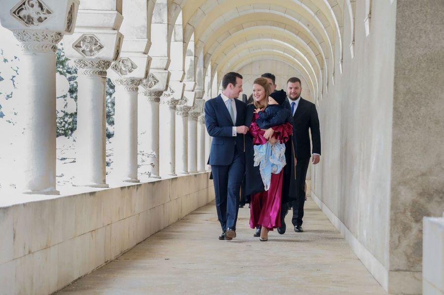 Le prince Stefan de Serbie avec ses parents le prince Filip et Danica Marinkovic à Belgrade, le 15 décembre 2018