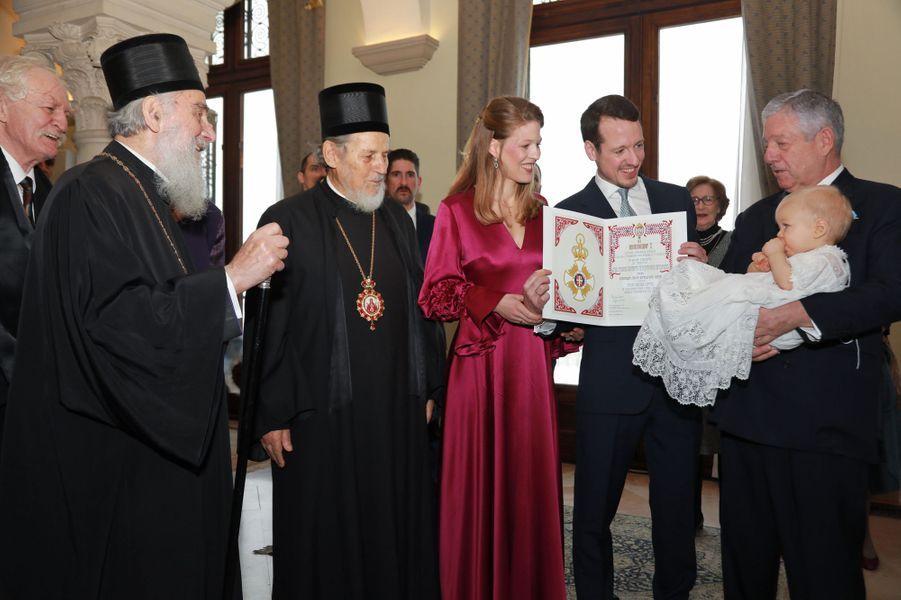 Le prince Stefan de Serbie avec son grand-père le prince Alexandre et ses parents à Belgrade, le 15 décembre 2018