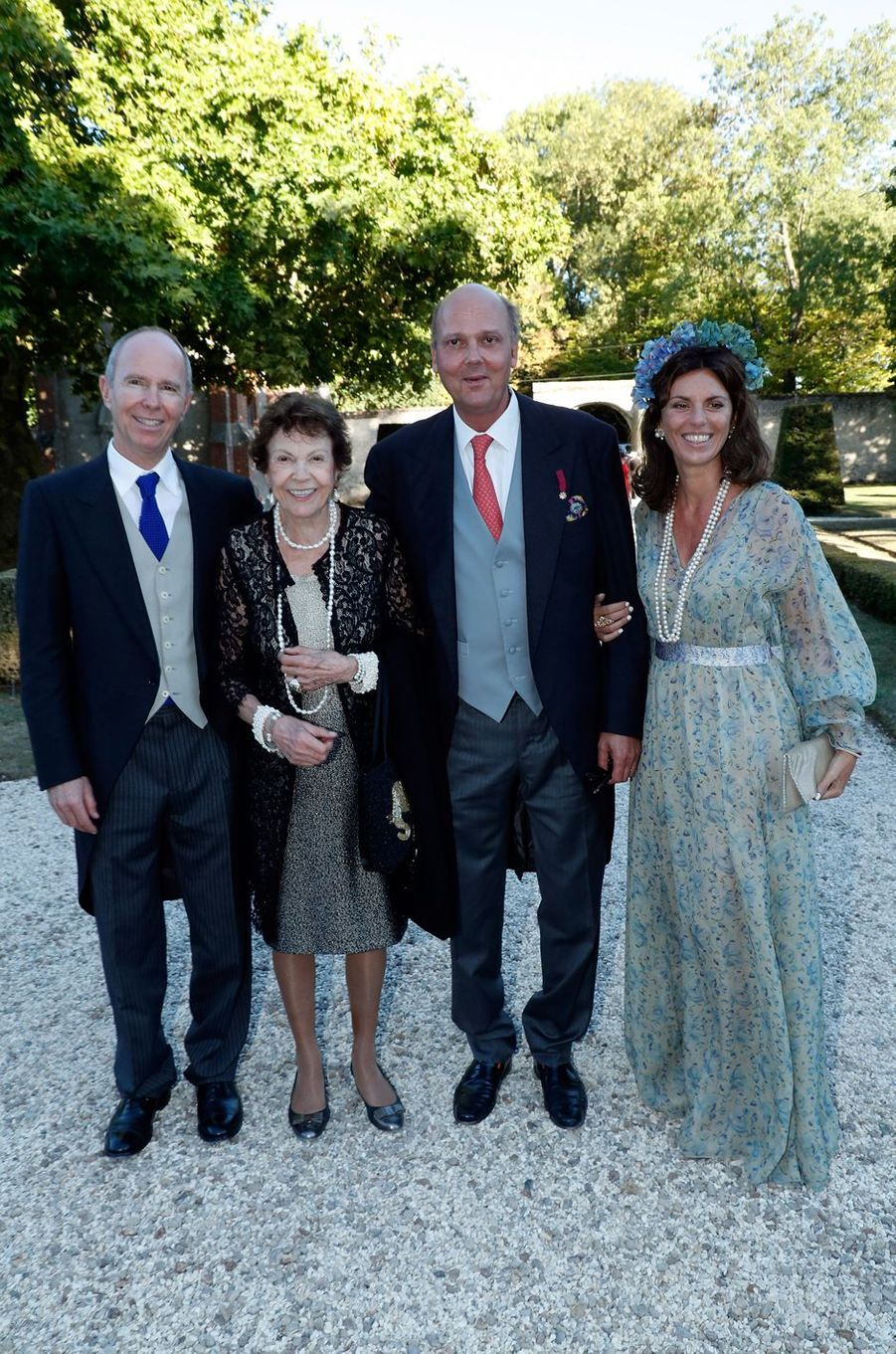 Les princes Michel et Serge de Yougoslavie, leur mère la princesse Maria-Pia de Savoie, et Eleonora Rajneri, épouse du prince Serge, à Tillay-le-Péneux, le 14 septembre 2018