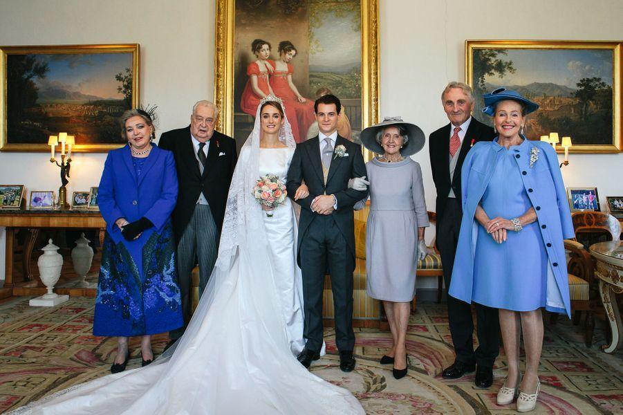 Les mariés posent avec leurs grands-parents à Tegernsee, le 20 octobre 2018