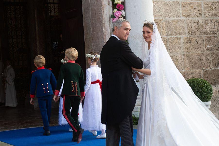 La duchesse Sophie de Wurtemberg au bras de son père le ducPhilipp à Tegernsee, le 20 octobre 2018