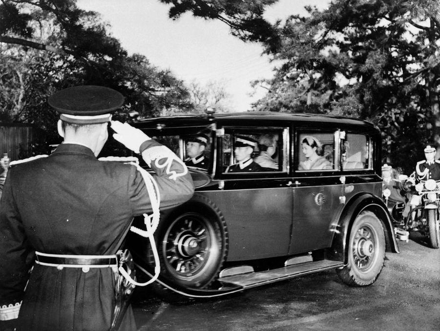 Michiko Shoda en route vers le Palais impérial à Tokyo, le 10 avril 1959