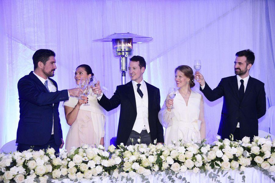 Le prince Filip de Serbie et Danica Marinkovic, avec la princesse Victoria de Suède, à Belgrade, le 7 octobre 2017