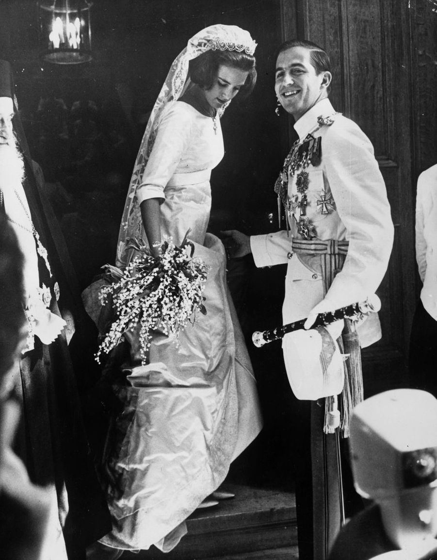 Le roi Constantin II de Grèce et la princesse Anne-Marie de Danemark le jour de leur mariage à Athènes, le 18 septembre 1964
