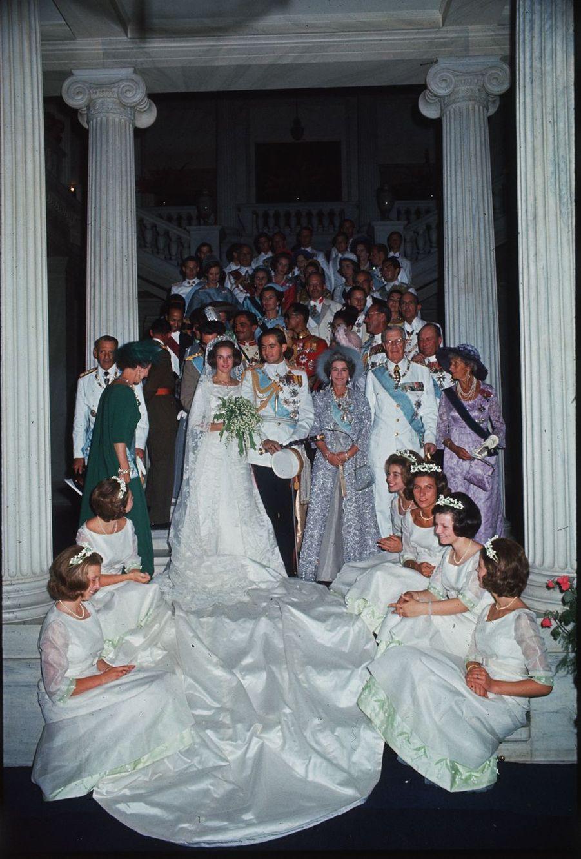 Photo officielle du mariage du roi Constantin II de Grèce et de la princesse Anne-Marie de Danemark, à Athènes le 18 septembre 1964