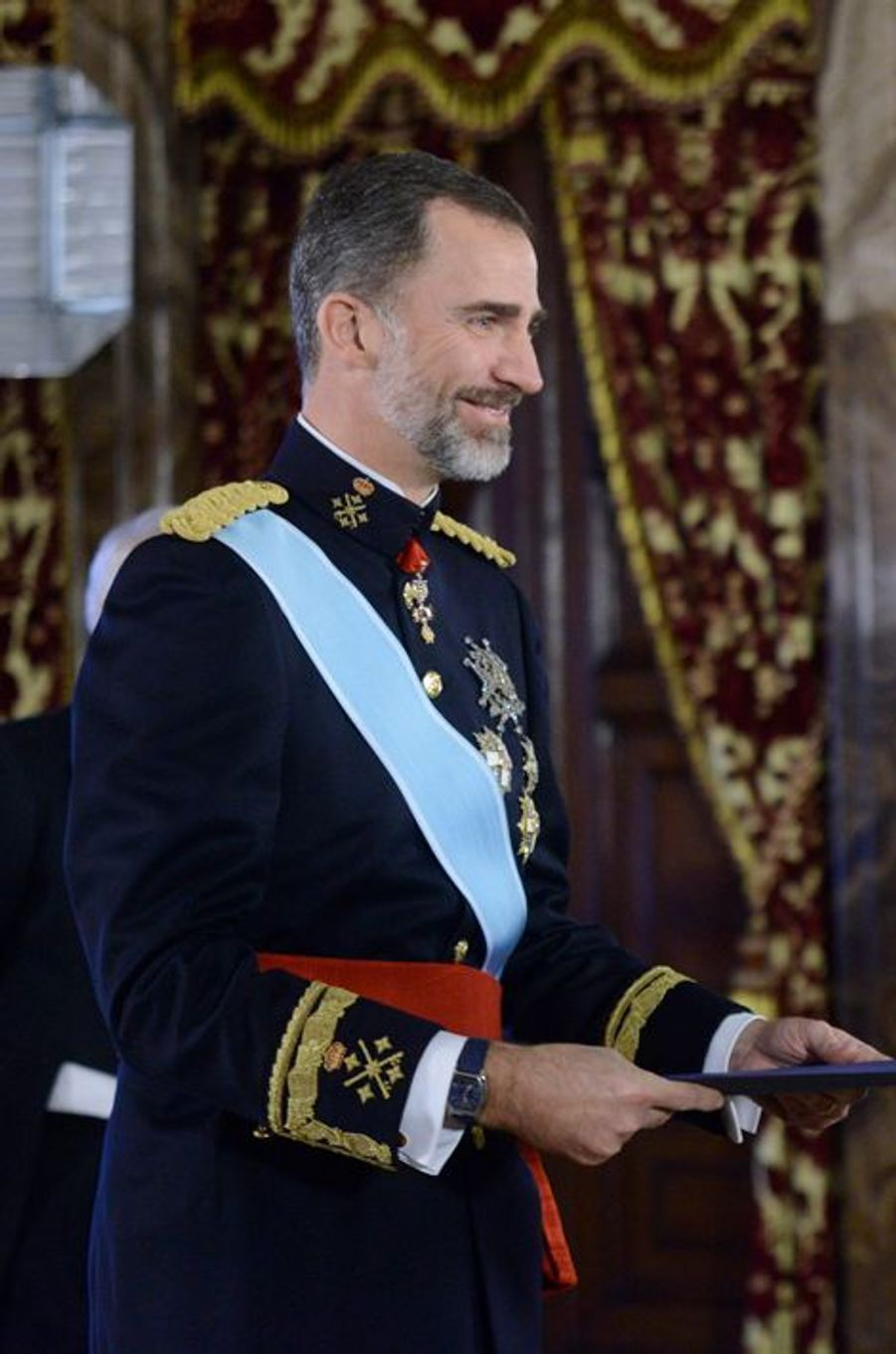 Le roi Felipe VI reçoit les nouveaux ambassadeurs au Palais royal à Madrid, le 8 janvier 2015