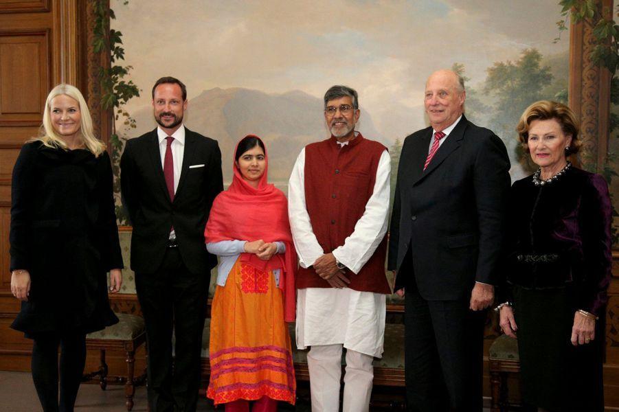 La famille royale de Norvège avec Malala Yousafzai et Kailash Satyarthi à Oslo, le 10 décembre 2014