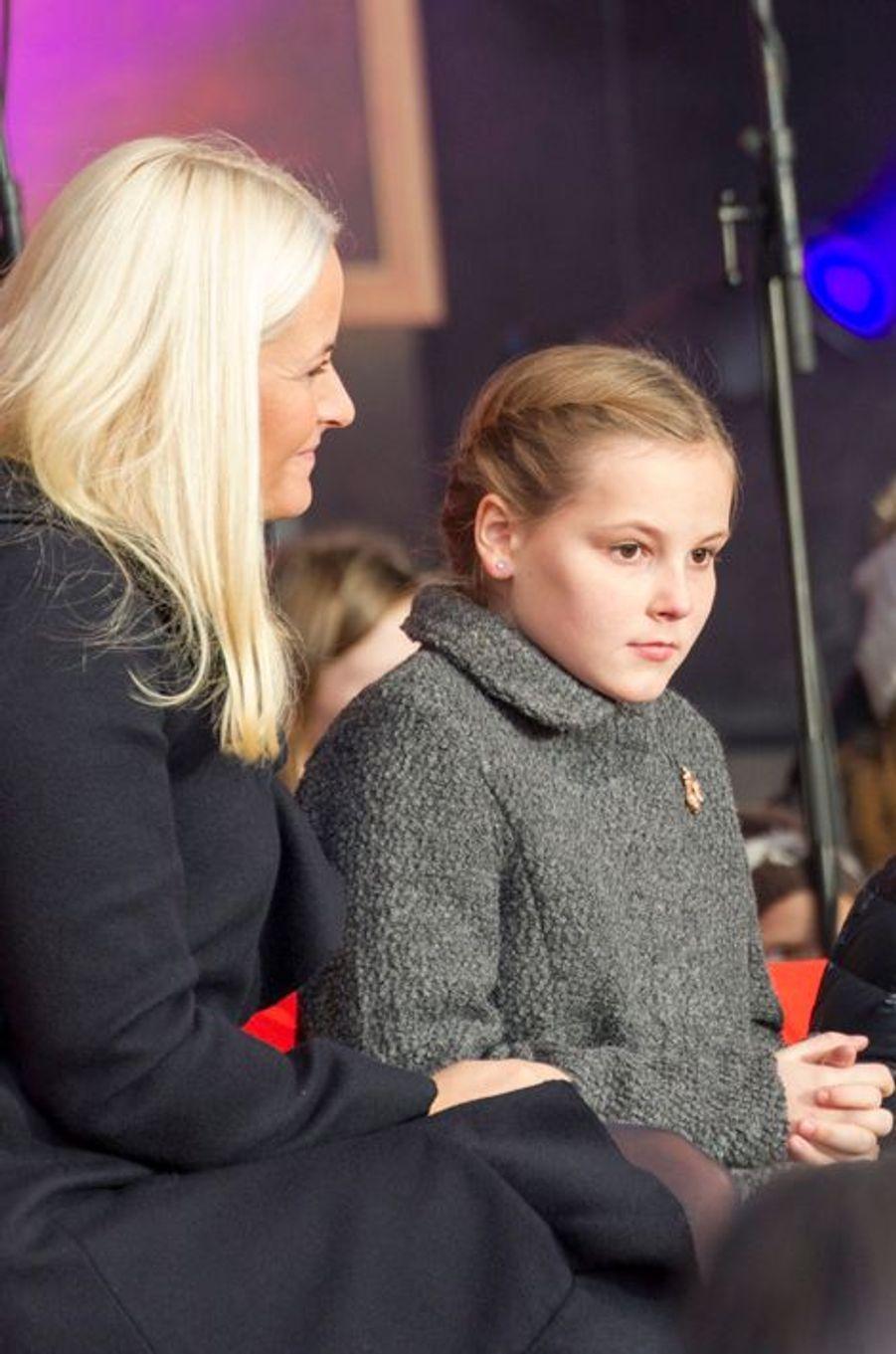 La princesse Mette-Marit et la princesse Ingrid Alexandra à Oslo le 10 décembre 2014