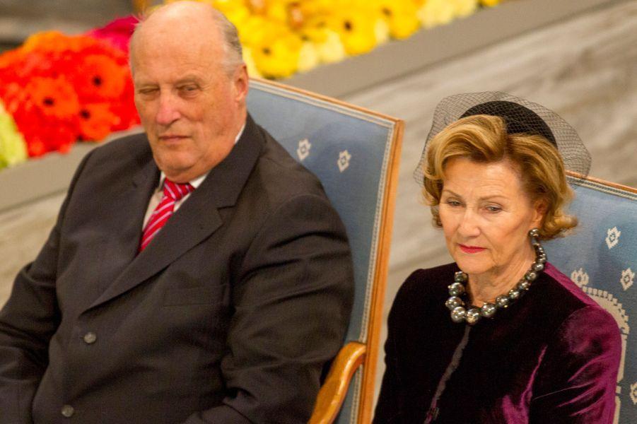 Le roi Harald V de Norvège et la reine Sonja à la remise du prix Nobel de la Paix à Oslo le 10 décembre 2014