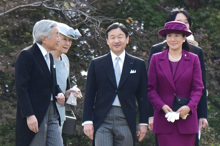 L'empereur Akihito et l'impératrice Michiko du Japon avec la princesse Masako et le prince Naruhito à Tokyo, le 12 novembre 2015