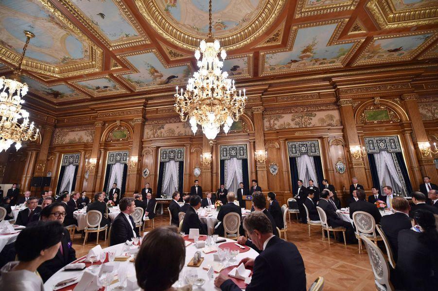 Le roi Willem-Alexander des Pays-Bas et la reine Maxima au banquet du Premier ministre Shinzo Abe, le 30 octobre 2014