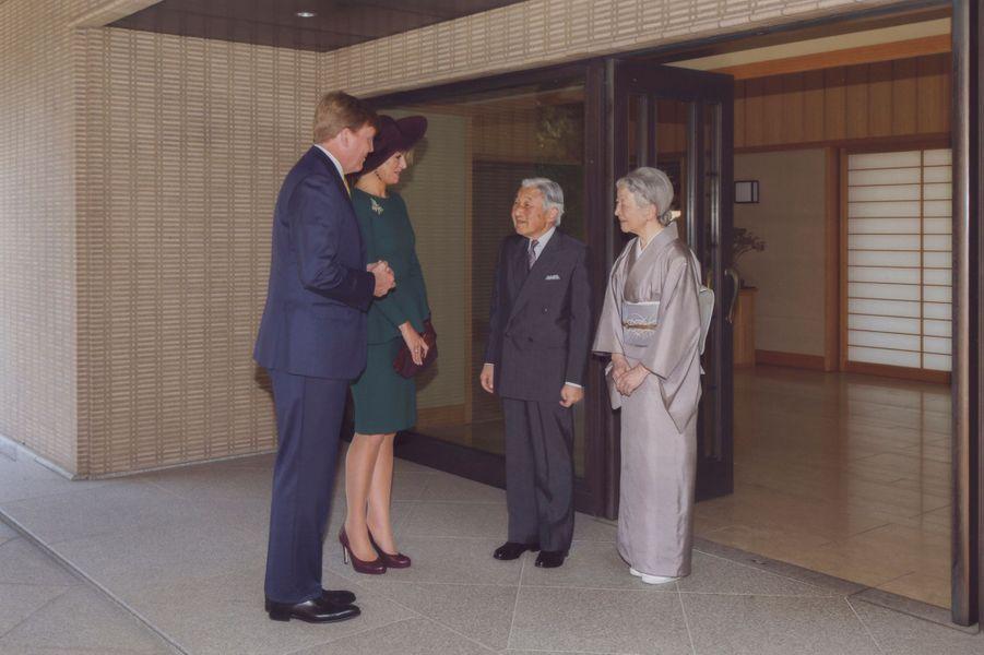 Le roi Willem-Alexander des Pays-Bas et la reine Maxima avec l'empereur Akihito et l'impératrice Michiko, le 30 octobre 2014