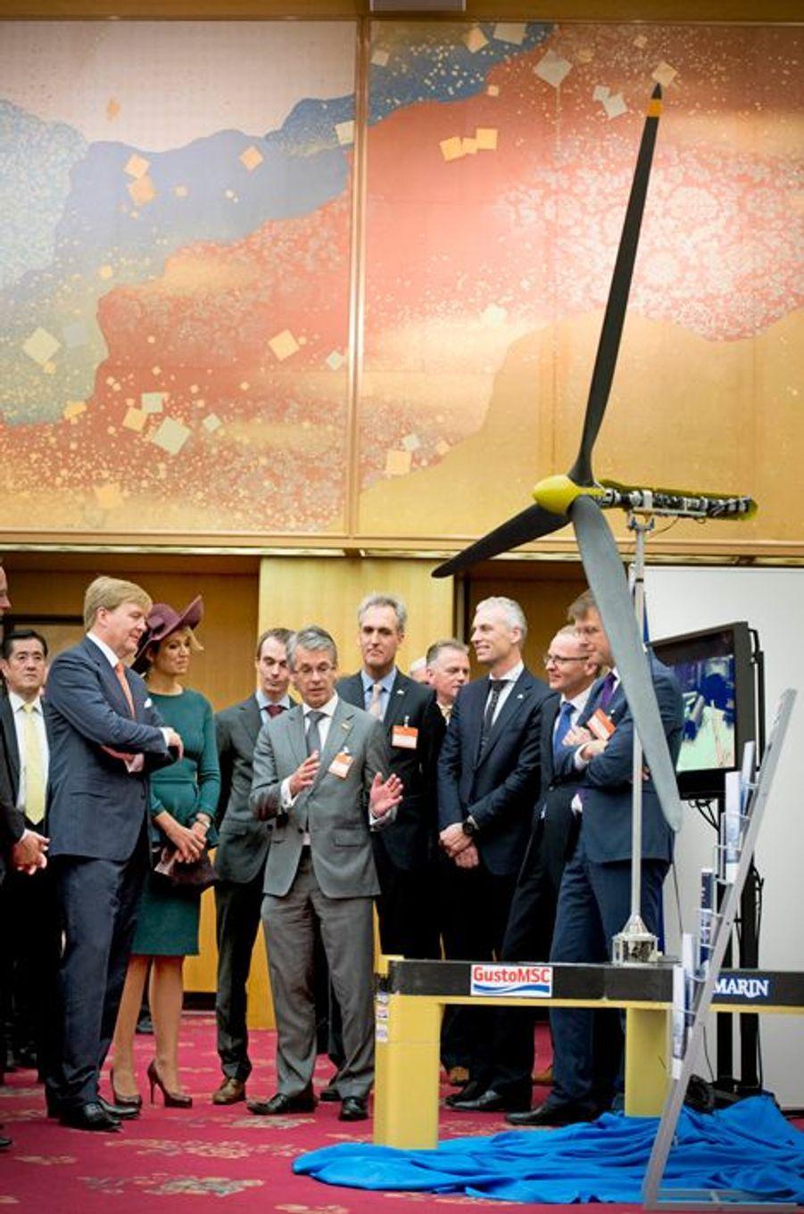 Le roi Willem-Alexander des Pays-Bas et la reine Maxima participent à une réunion sur l'énergie éolienne, le 30 octobre 2014