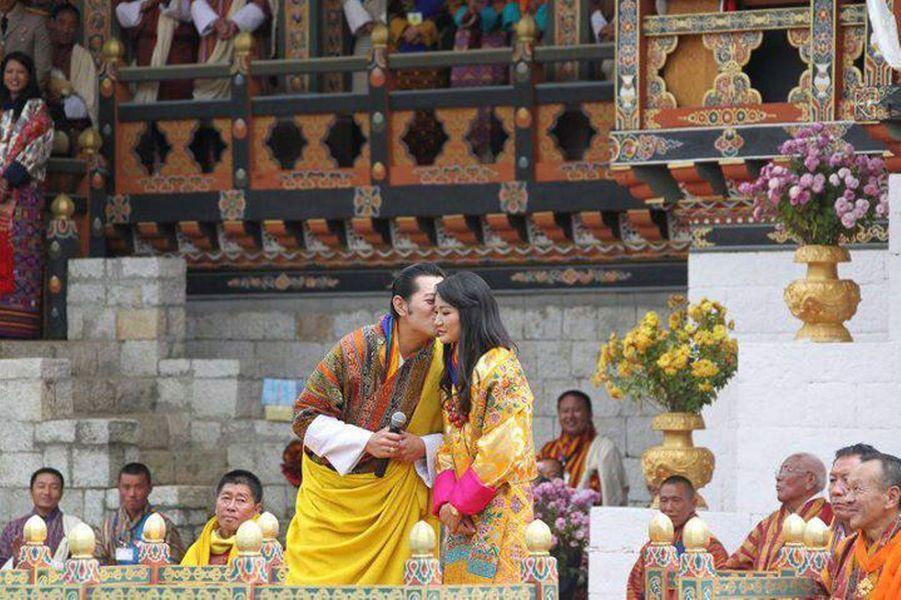 Lors du mariage du roi Jigme avec la belle reine Jetsun Pema, en octobre 2011.