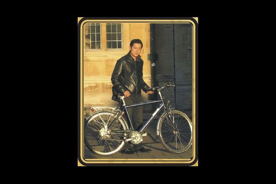 Le roi et son vélo, pendant ses études à Oxford.