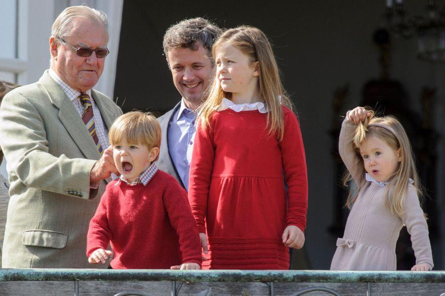 La princesse Josephine, le Prince Vincent, la Princesse Isabella, le Prince Frederik, le Prince Consort Henrik