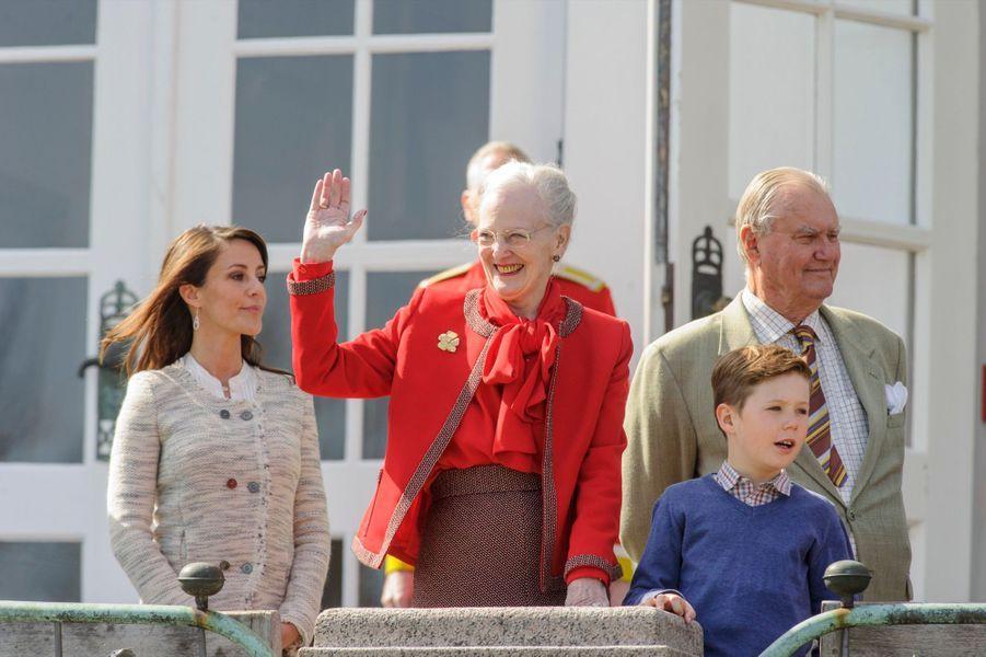 Le Prince Christian, la Princesse Marie, le Prince Consort Henrik, la reine Margrethe
