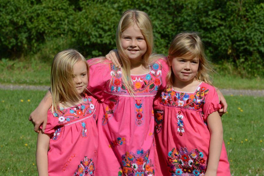 La princesse Catharina-Amalia avec ses soeurs en juillet 2012
