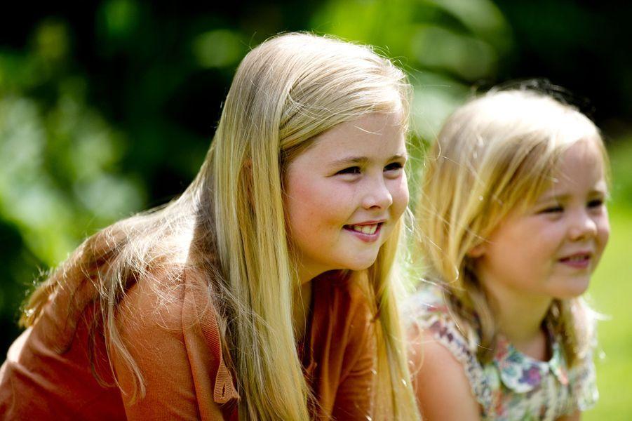 La princesse Catharina-Amalia et sa soeur Ariane, en juillet 2013