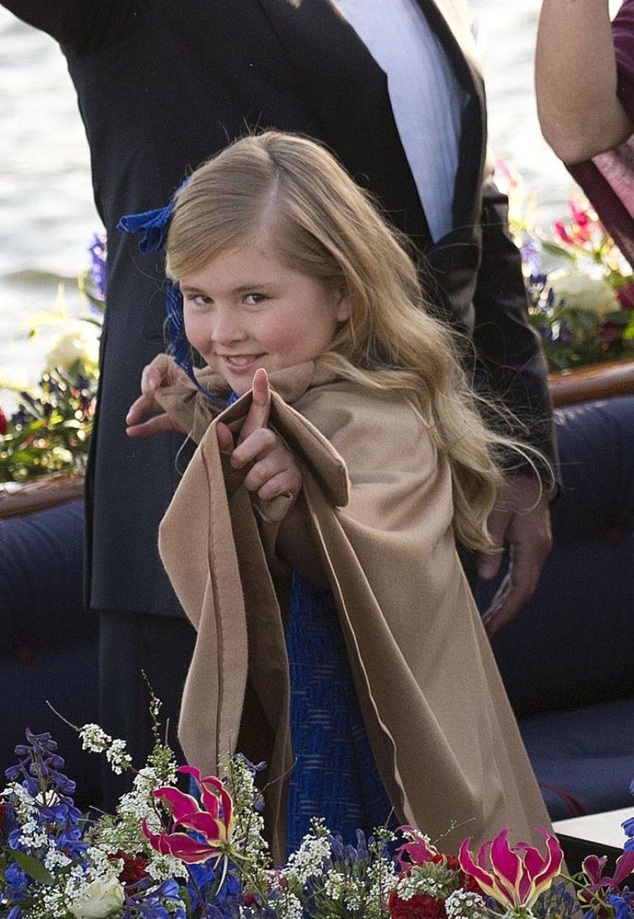 La princesse Catharina-Amalia lors de l'accession au trône de son père, Willem-Alexander en avril 2013