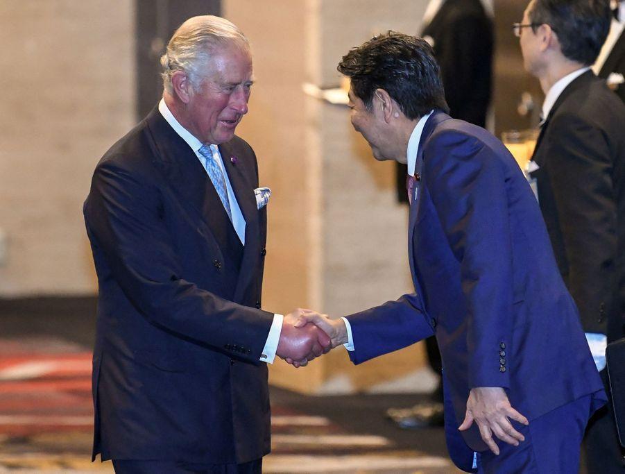 Le prince Charles et le Premier ministre japonais Shinzo Abe, à Tokyo le 23 octobre 2019
