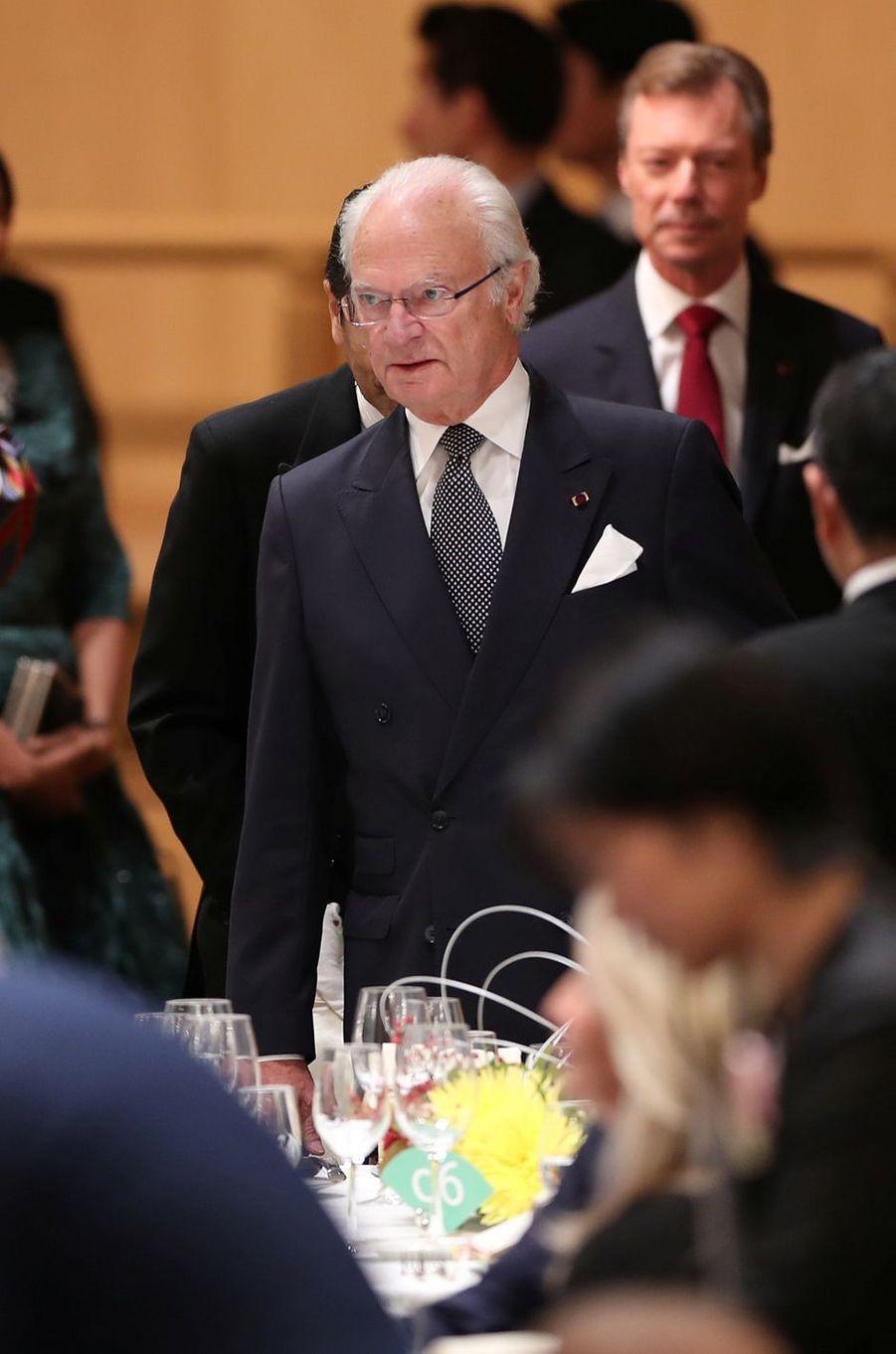 Le roi Carl XVI Gustaf de Suède et le grand-duc Henri de Luxembourg, à Tokyo le 23 octobre 2019