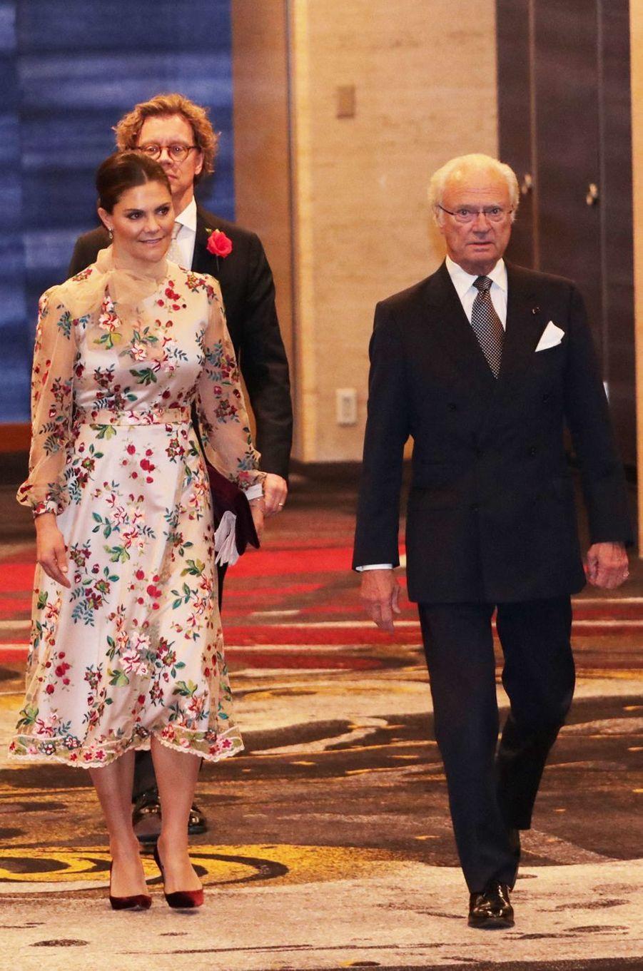 La princesse héritière Victoria et le roi Carl XVI Gustaf de Suède, à Tokyo le 23 octobre 2019