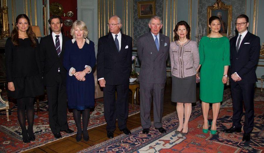 L'héritier du trône de Grande-Bretagne et son épouse continue leur tournée scandinave. Après la Norvège, Charles et Camilla sont en Suède où ils ont bien sûr été reçus par la famille royale.