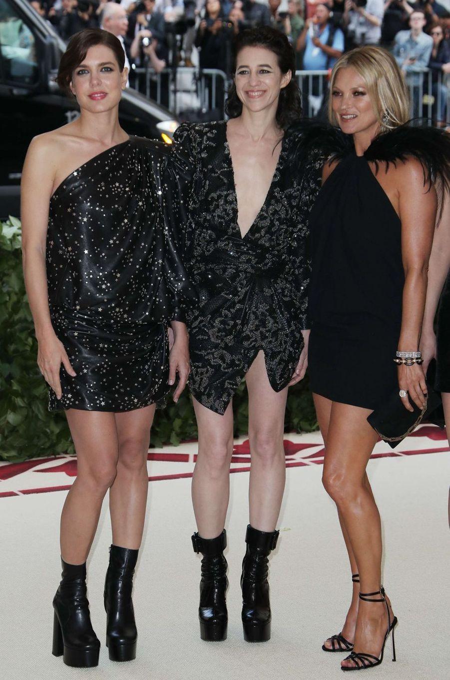 Charlotte Casiraghi avec Charlotte Gainsbourg et Kate Moss, au Met Gala à New York le 7 mai 2018