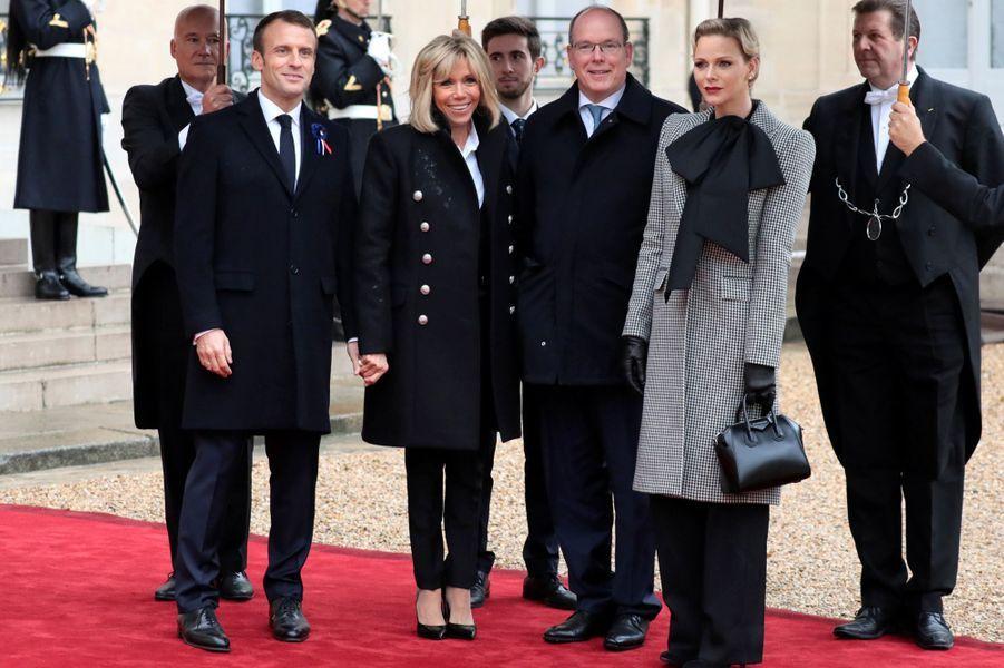 La princesse Charlène et le prince Albert II de Monaco avec Brigitte et Emmanuel Macron à Paris, le 11 novembre 2018