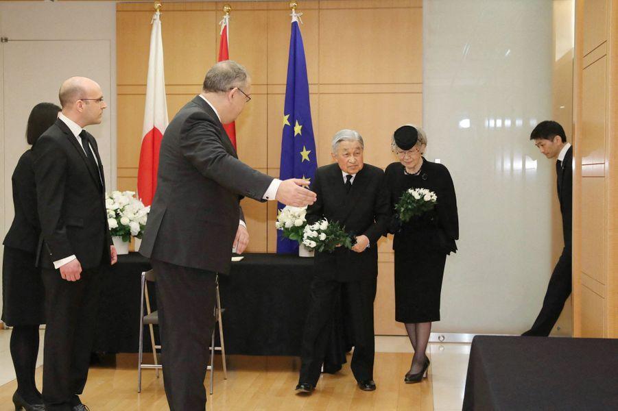 L'empereur Akihito du Japon et l'impératrice Michiko à l'ambassade du Luxembourg à Tokyo, le 25 avril 2019