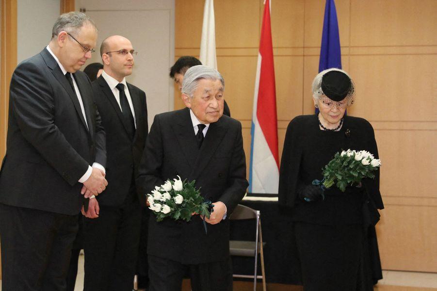 L'empereur Akihito et l'impératrice Michiko du Japon à l'ambassade du Luxembourg à Tokyo, le 25 avril 2019