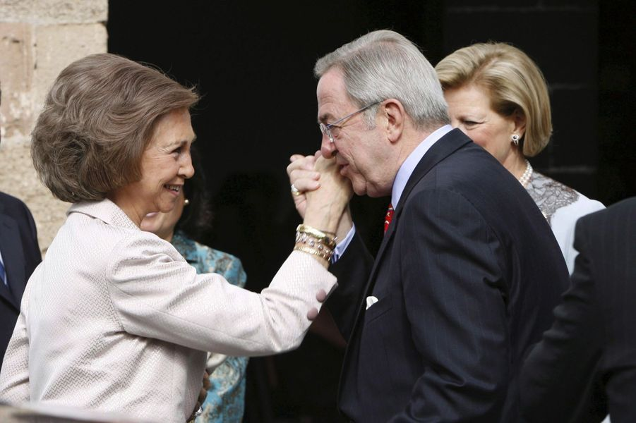 L'ex-roi des Hellènes Constantin II avec sa soeur la reine Sofia d'Espagne, le 26 novembre 2005