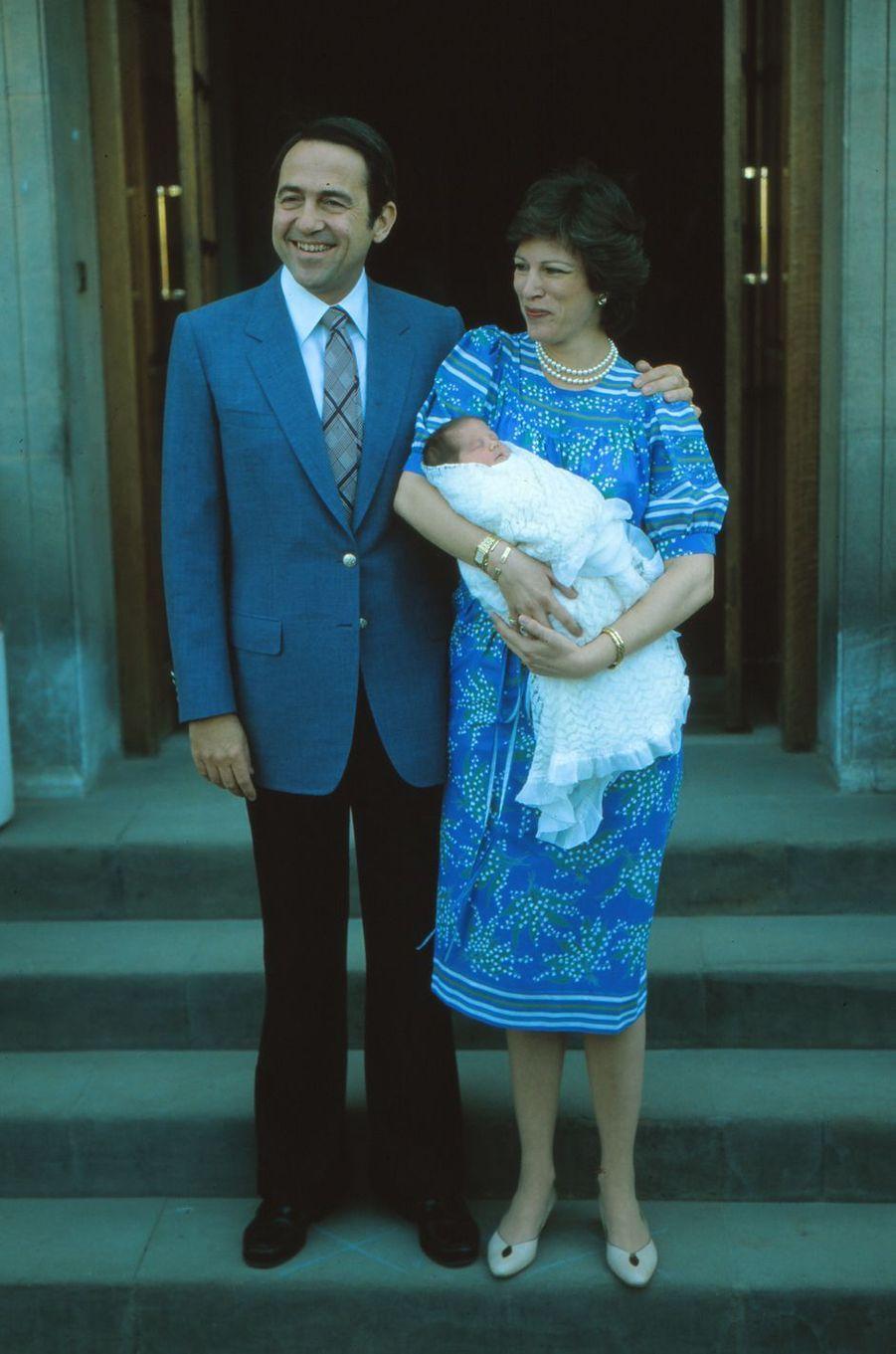 L'ex-roi des Hellènes Constantin II et l'ex-reine reine Anne-Marie avec la princesse Theodora, en 1983