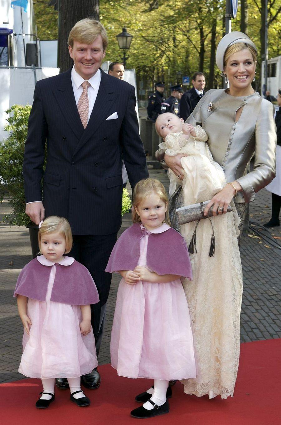 La princesse Ariane des Pays-Bas, le 20 octobre 2007, jour de son baptême, avec ses parents le prince Willem-Alexander et la princesse Maxima, et ses soeurs les princesses Catharina-Amalia et Alexia