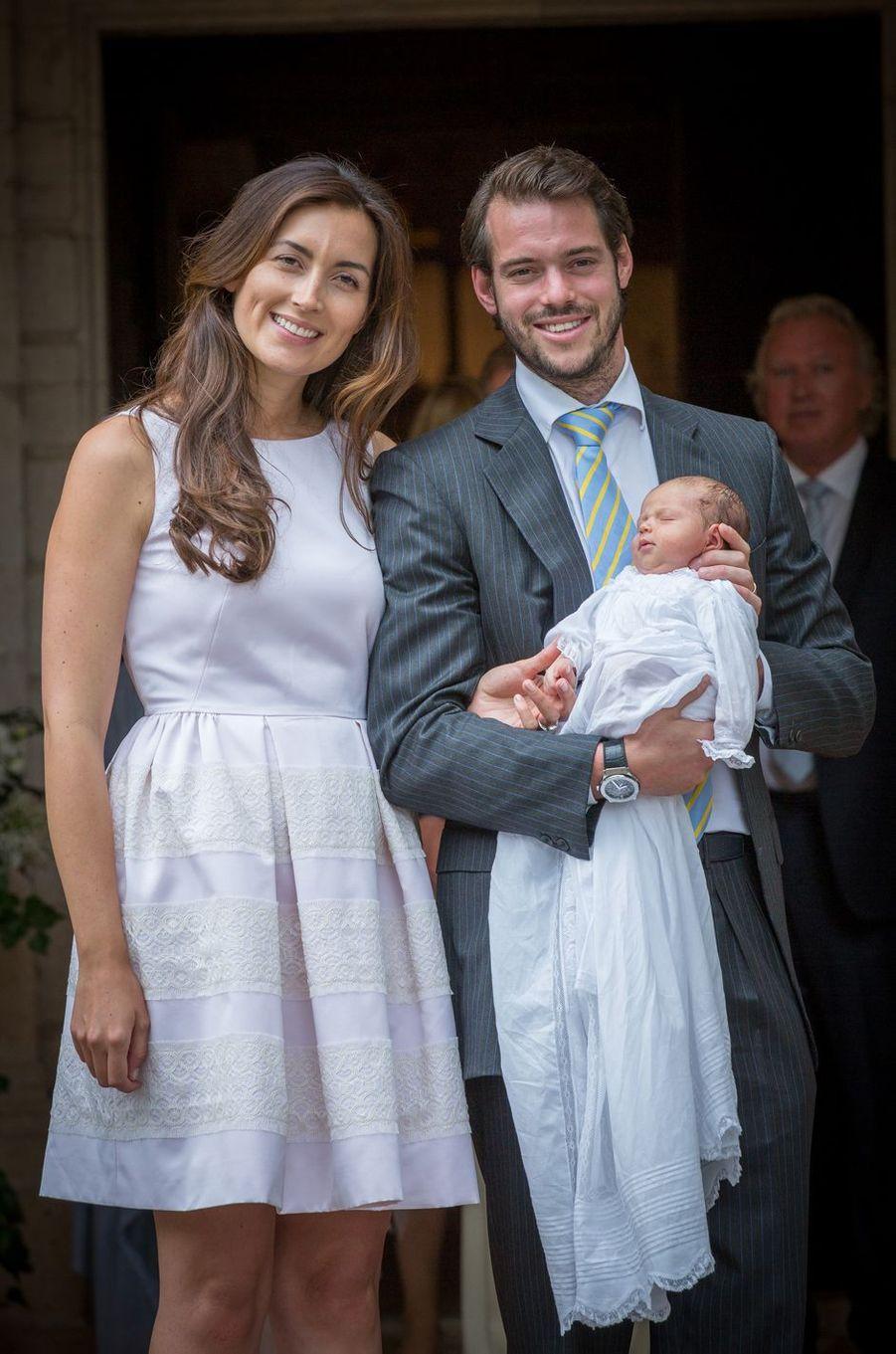 La princesse Amalia de Luxembourg, le 12 juillet 2014, jour de son baptême, avec ses parents le prince Félix et la princesse Claire