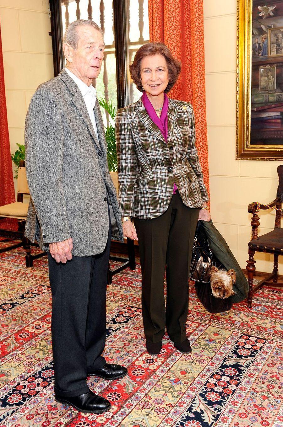 L'ex-roi Michel de Roumanie avec la reine Sofia d'Espagne, sa cousine, le 26 octobre 2011 à Bucarest