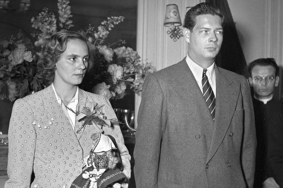 L'ex-roi Michel de Roumanie avec sa femme Anne de Bourbon-Parme, le 1er janvier 1951 à Lausanne