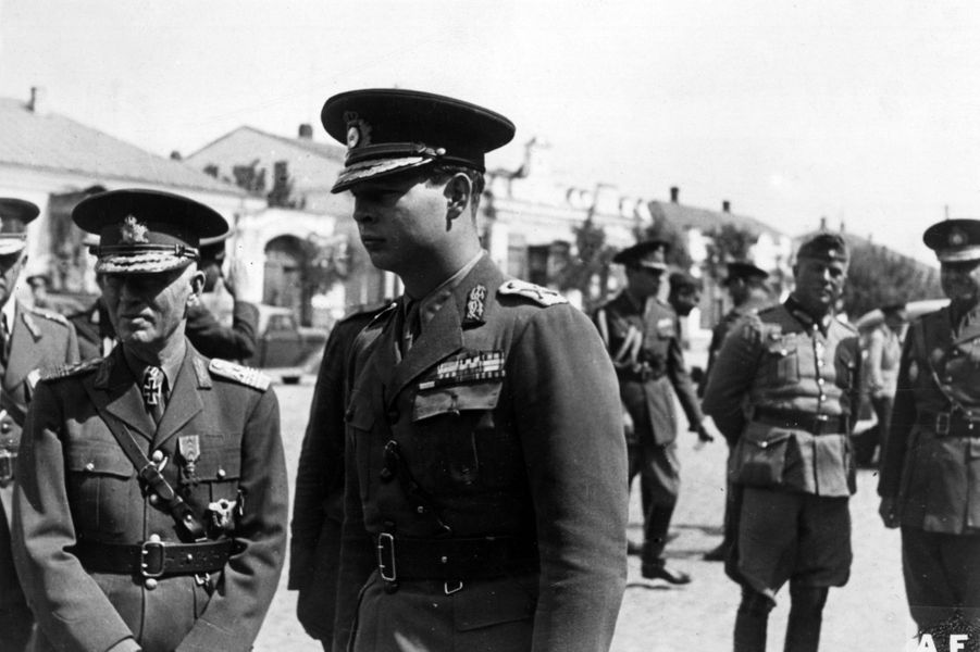 Le roi Michel de Roumanie, avec le Premier ministre roumain Ion Antonescu et le général allemand Ewald à Odessa en septembre 1941