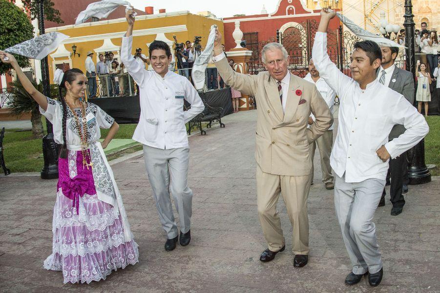 Pas de deux, version danse des mouchoirs, pour le prince Charles à Campeche au Mexique, le 4 novembre 2014