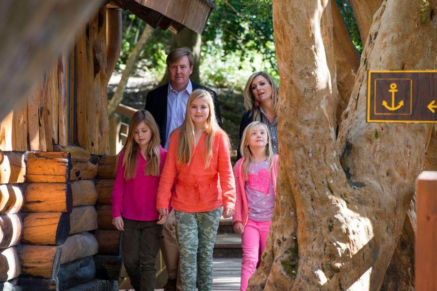 Le roi Willem-Alexander des Pays-Bas, la reine Maxima et leurs filles en Argentine, le 22 décembre 2014