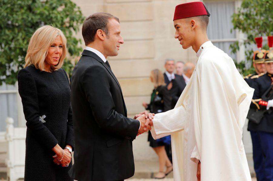 Le prince Moulay El Hassan avec Emmanuel et Brigitte Macron au Palais de l'Elysée à Paris, le 30 septembre 2019